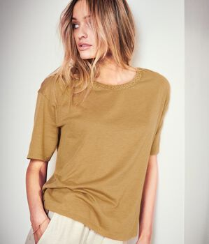 T-Shirt in Fresh Silk with Party Trim