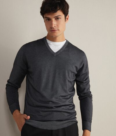 Ultralight Cashmere V-Neck Jumper